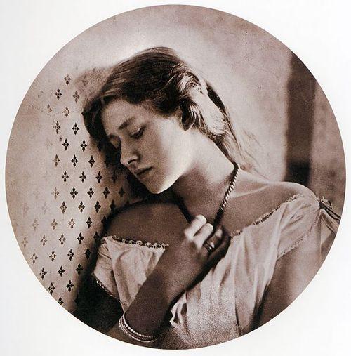 Sadness,_1864_Ellen_Terry_16_Cameron