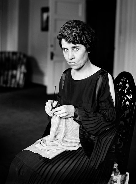 Grace_Coolidge_knitting