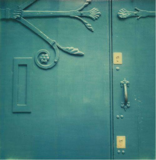 Messenger_Blue_Door