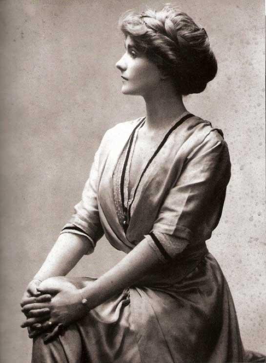 Coco_Chanel_1910