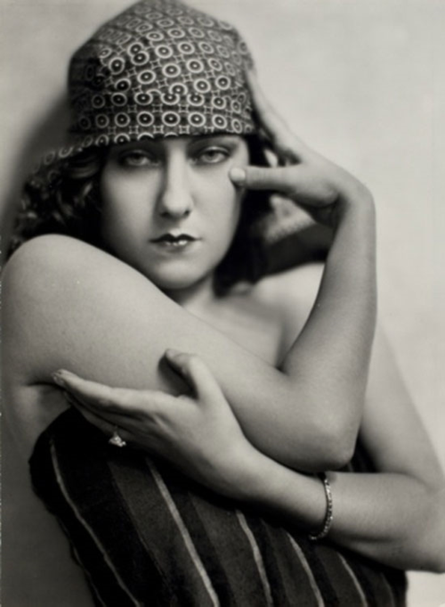 NM_GloriaSwanson_c1925